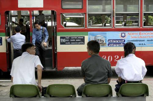 ภาพรถเมล์จาก http://news.sanook.com/story_picture/picture/news/300823/2-2/2/