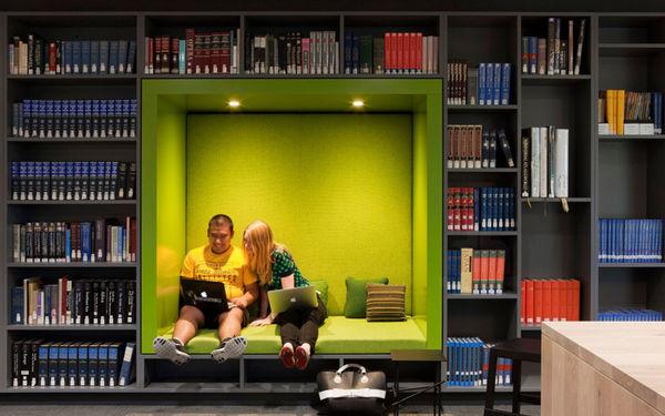 ออกแบบห้องสมุด ตอน เมื่อที่นั่งและชั้นหนังสือมารวมกัน